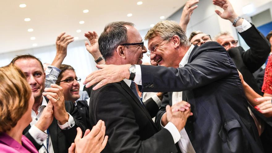 Los dirigentes de Alternativa por Alemania Joerg Meuthen, Beatrix von Storch y Joerg Urban celebrando las encuestas de las regionales