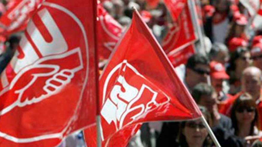 Manifestación con banderolas de UGT.