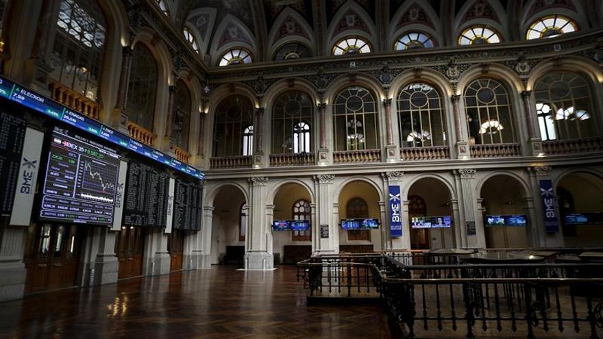 """La Bolsa española se desploma el 15,90 % en la apertura ante el """"brexit"""""""
