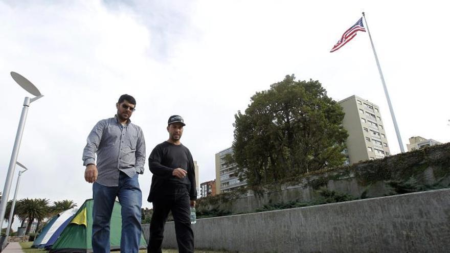 Expresos de Guantánamo cumplen 20 días frente a la embajada de EE.UU. en Uruguay