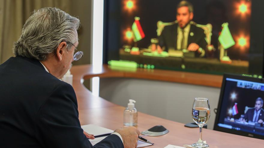 El presidente Alberto Fernández, en una reunión del bloque.