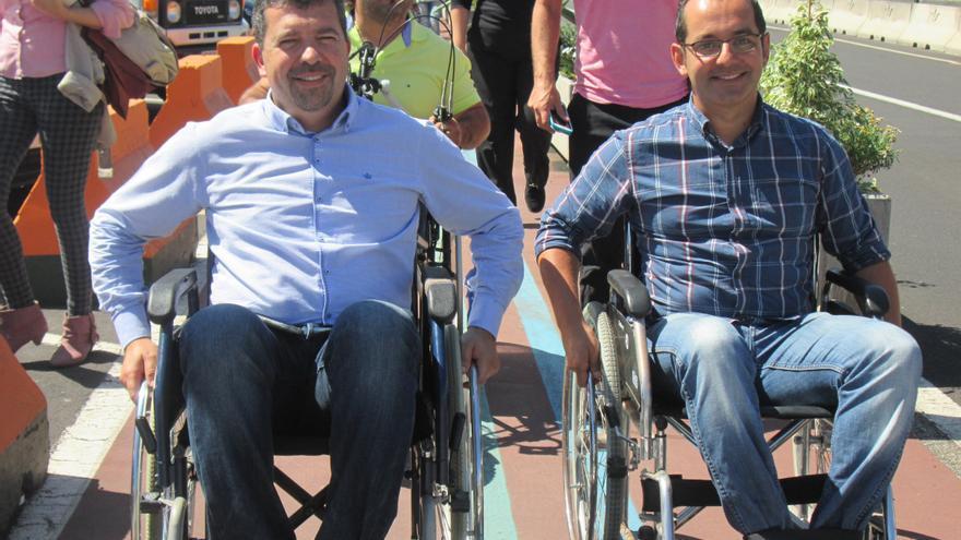 Juan José Cabrera (PP) y Dimas Pérez (UPyD) en el recorrido. Foto: LUZ RODRÍGUEZ.