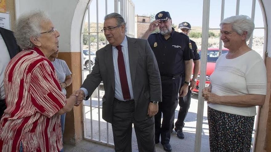 Zoido se desplaza a la Cañada Real para supervisar el trabajo policial y la asistencia a drogodependientes