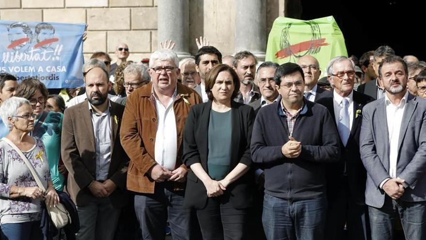 El Ayuntamiento de Barcelona reconoce como legítimo el Govern cesado de Puigdemont