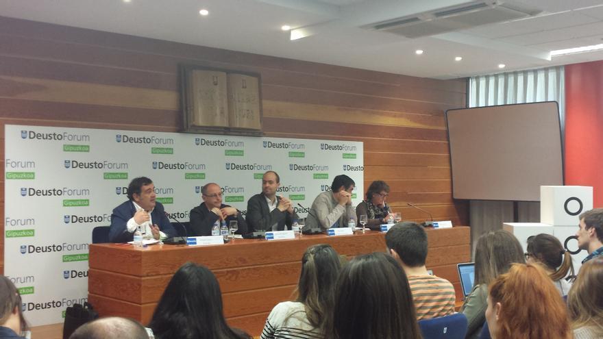 Los candidatos a la alcaldía de Donostia en un debate en la Universidad de Deusto.