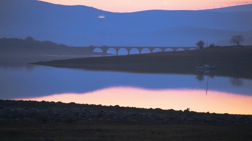 El embalse del Ebro pierde 5 hectómetros cúbicos y las reservas se sitúan al 96,7%