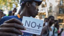 Concentración en Barcelona para rechazar la persecución contra los manteros, en agosto de 2015