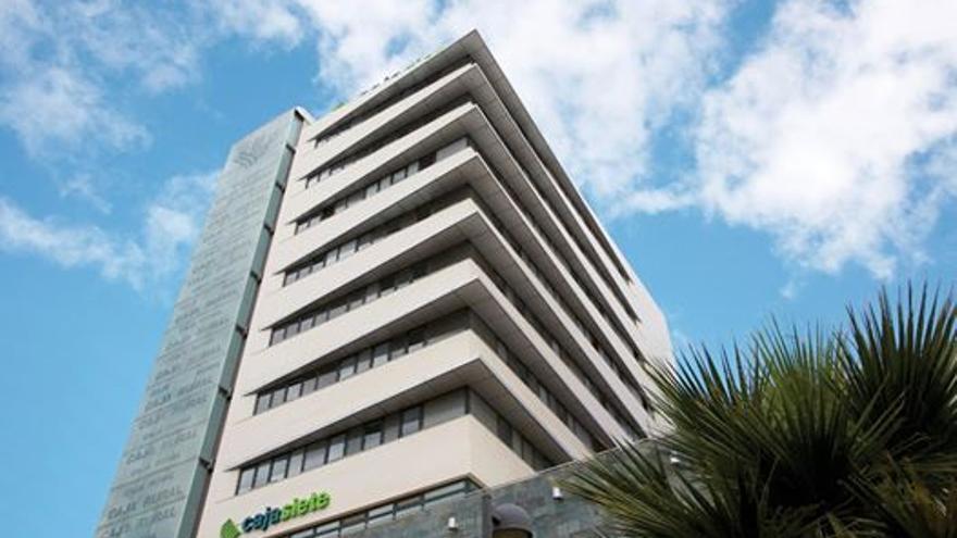 Sede central de la entidad financiera canaria Cajasiete, en la capital tinerfeña