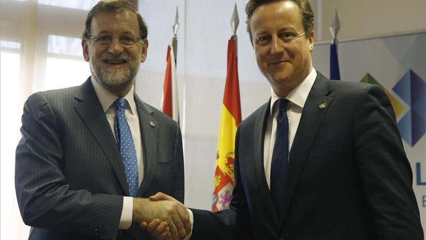 Rajoy y Cameron examinarán mañana en Madrid la crisis de refugiados de la UE