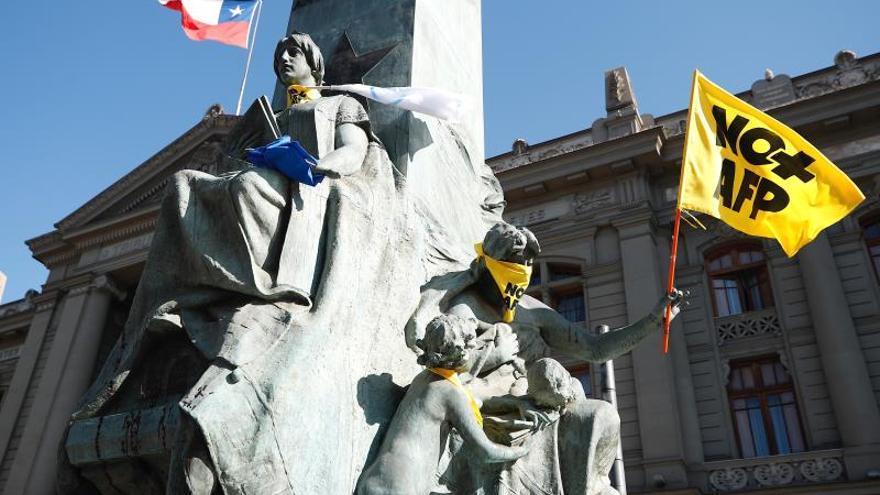 """Organizaciones sociales inician acampada ante """"sordera"""" del Gobierno chileno"""