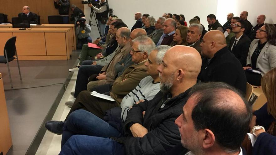 Los investigados del caso Faycan en la primera sesión del juicio.