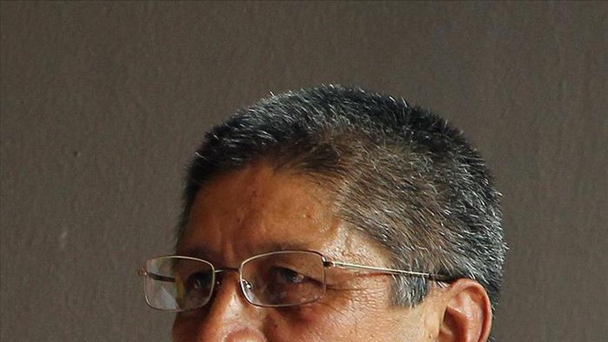 Un negociador de las FARC entre los guerrilleros muertos en bombardeo militar