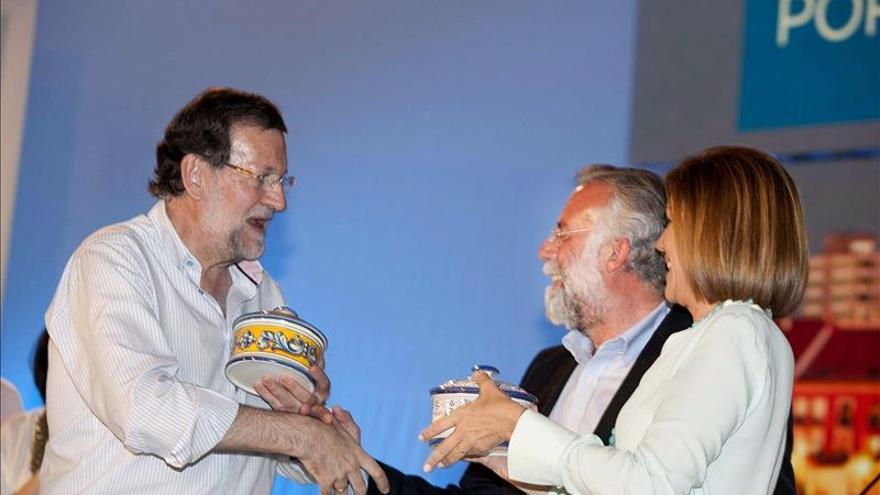 """Rajoy arremete contra el PSOE y avisa que """"no es lo mismo que gobierne uno que otro"""""""
