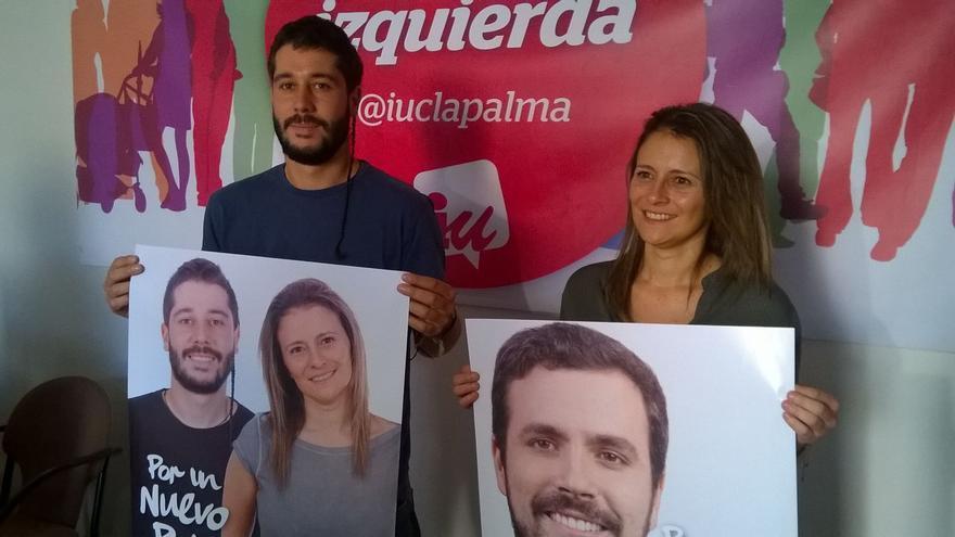 Gianny Herrera y Vanesa Catalán posan con sus carteles.
