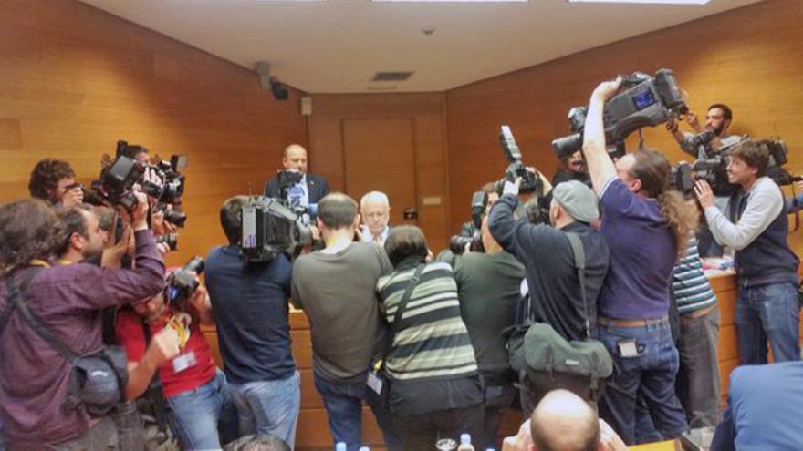 Gran expectación en las Corts ante la comparecencia del expresidente de las Corts Juan Cotino