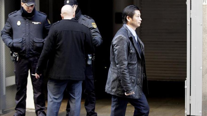 El presunto jefe de la mafia china Gao Ping sale de la Audiencia Nacional