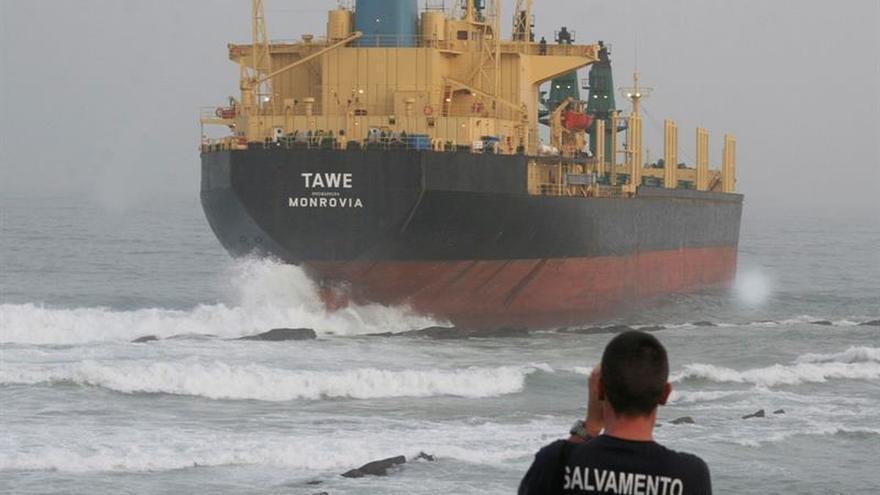 Se reanudan el tráfico marítimo en el Estrecho tras amainar el temporal