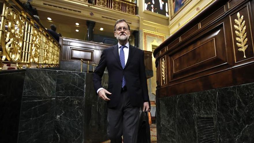 Rajoy respalda al fiscal Moix pese a los duros reproches de PSOE y Podemos