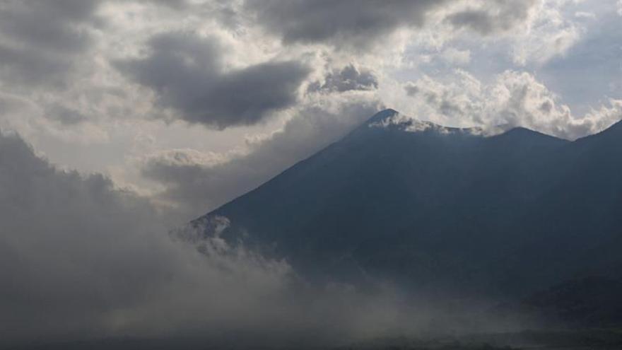 El volcán guatemalteco de Fuego aumenta su actividad con siete explosiones por hora