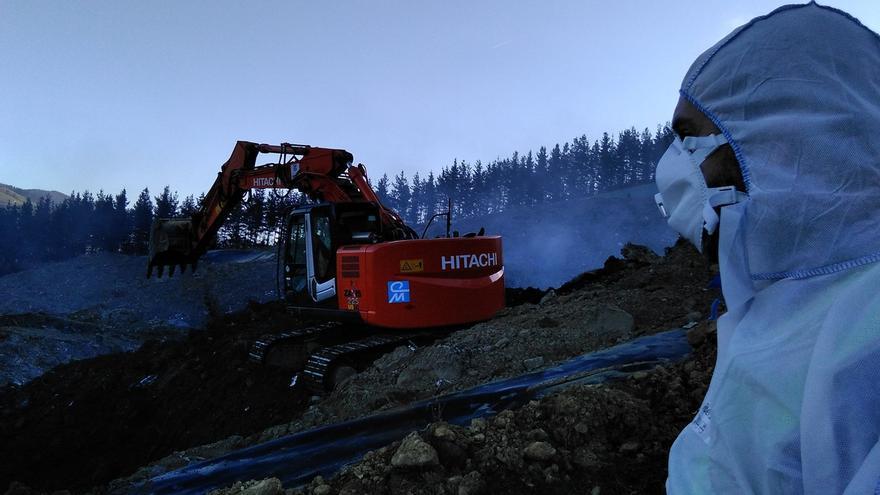 """El Gobierno vasco espera que se pueda apagar el fuego de Zaldibar pronto: """"No podemos decir si hoy, mañana o pasado"""""""