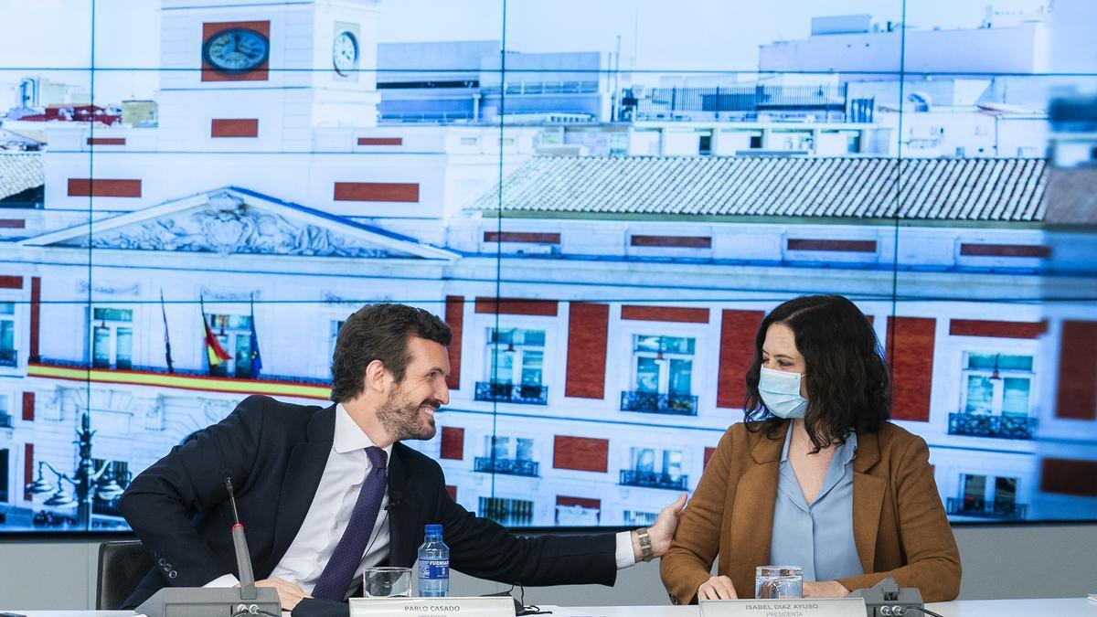 Pablo Casado e Isabel Díaz Ayuso, antes del inicio de la campaña electoral.