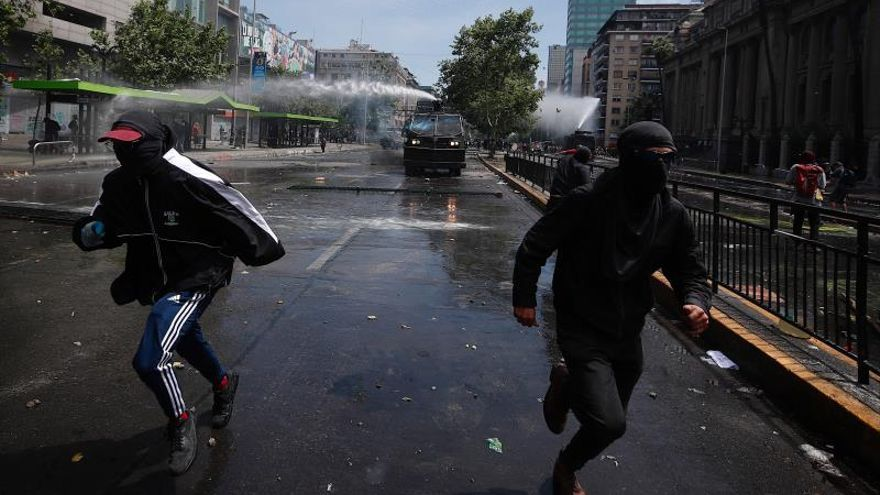 Los abusos y la violencia policial en Chile, en vivo por las redes sociales