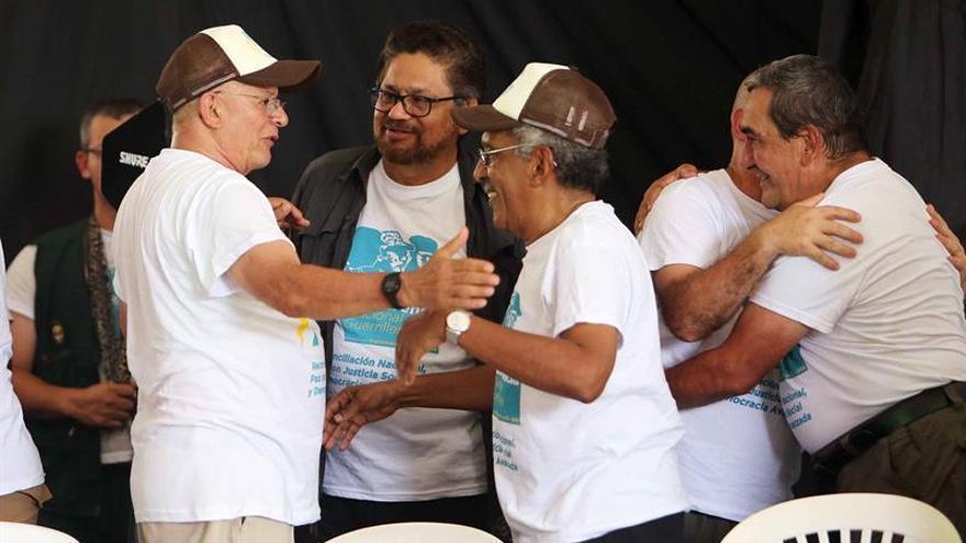 Las FARC ratifican el acuerdo de paz por unanimidad y dejarán las armas