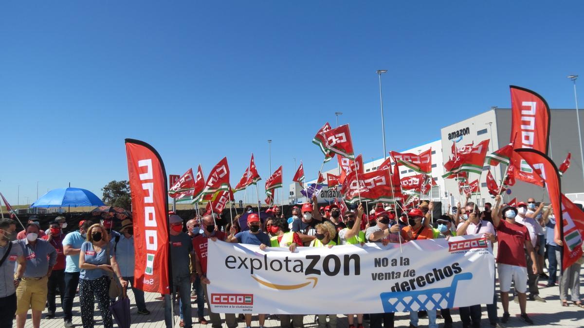 Miembros de Comisiones Obreras en Sevilla se manifestaron tras los despidos