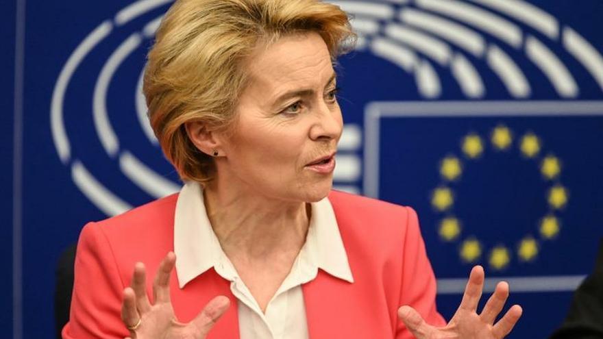 La presidenta de la  Comisión Europea, Ursula von der Leyen, en una rueda de prensa en Estrasburgo (Francia).