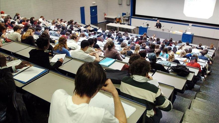 La universidad pública pierde más de 77.000 alumnos desde 2012
