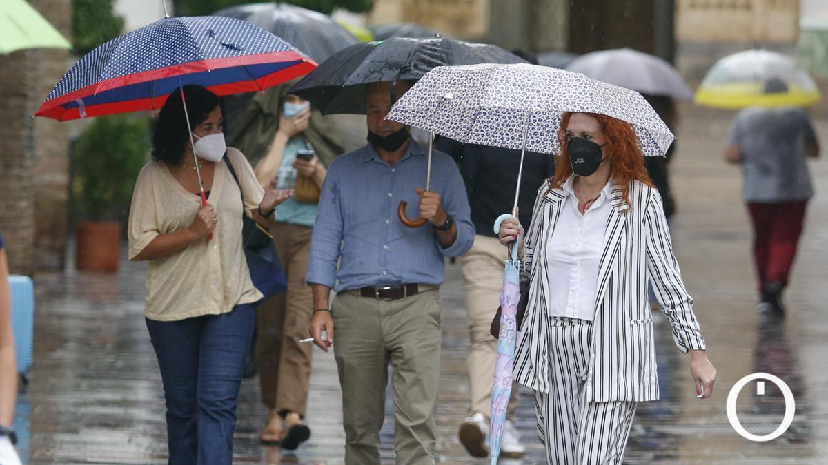 Cordobeses con paraguas