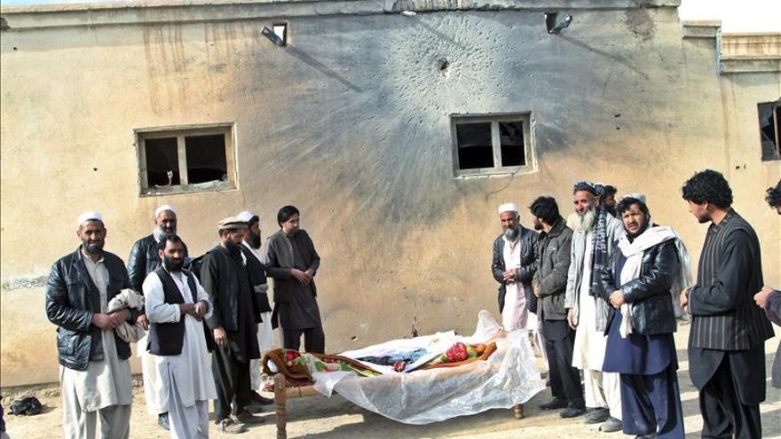 Al menos ocho civiles muertos y dos heridos en un ataque con mortero en Afganistán