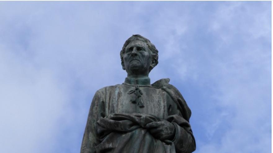 Estatua del 'Cura Díaz'.