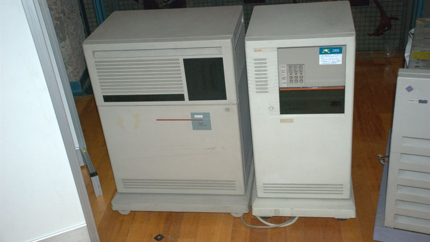 Servidor de correo VAX 4000-300, uno de los primeros equipos que uso la española RedIRIS para conectar centros de investigación (Imagen: RedIRIS)