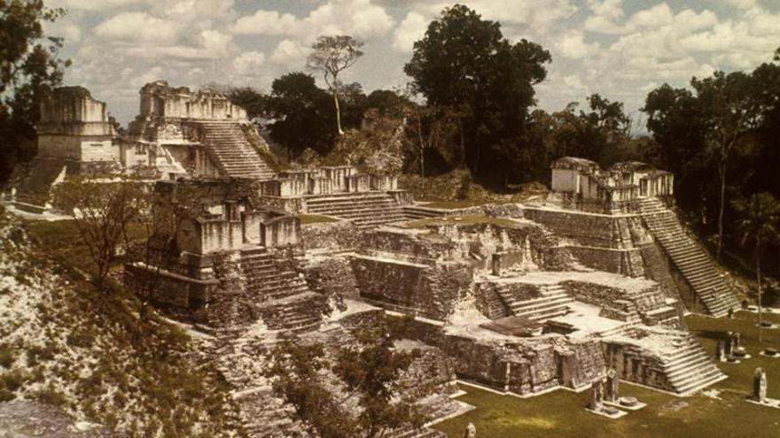 Guatemala y Japón firman acuerdo para la conservación de la acrópolis en Tikal