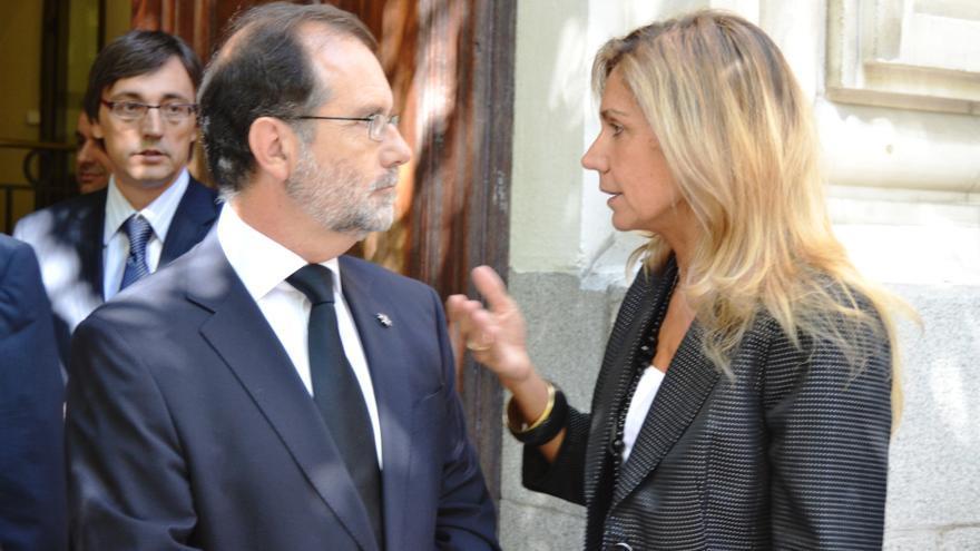 Gema Gallego conversando con Francisco Vieira Morante cuando era vocal de la CGPJ
