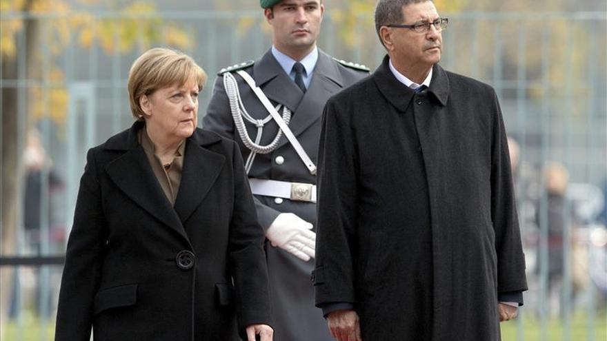 Merkel aboga por un gobierno de unidad en Libia