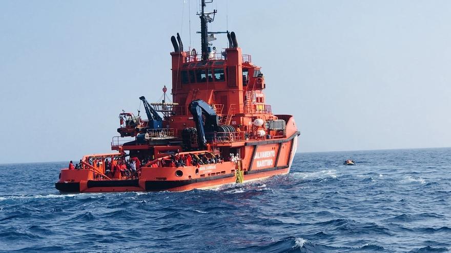 Rescatados 54 inmigrantes de origen magrebí en una patera al suroeste del Cabo de Trafalgar