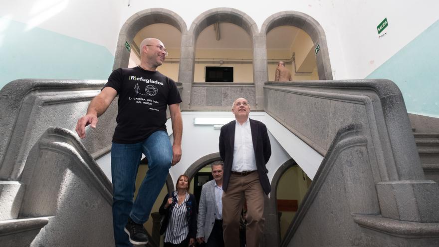 El presidente del Cabildo de Gran Canaria, Antonio Morales, junto a Juan Carlos Lorenzo, coordinador de CEAR en Canarias