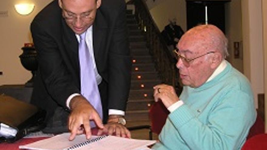 Ángel Camacho, director de la Sinfónica de Tenerife, y Luis Cobiella.