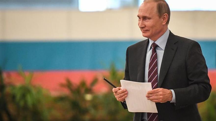 Putin vota en los comicios locales sin desvelar si se presentará a la reelección