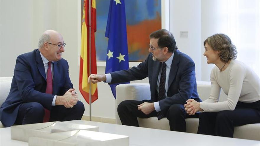 Rajoy se reúne con el comisario europeo de Agricultura para analizar la PAC