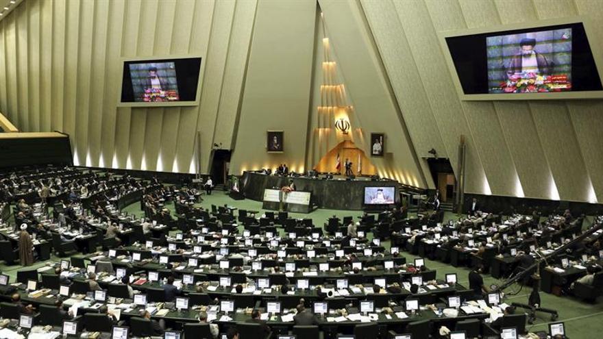 Irán aprueba sanciones contra EEUU y más fondos para su programa defensivo