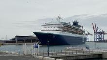 El adiós a Málaga del barco que se sumó a los aplausos