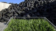 El caucho de relleno del césped artificial proviene mayoritariamente de neumáticos fuera de uso