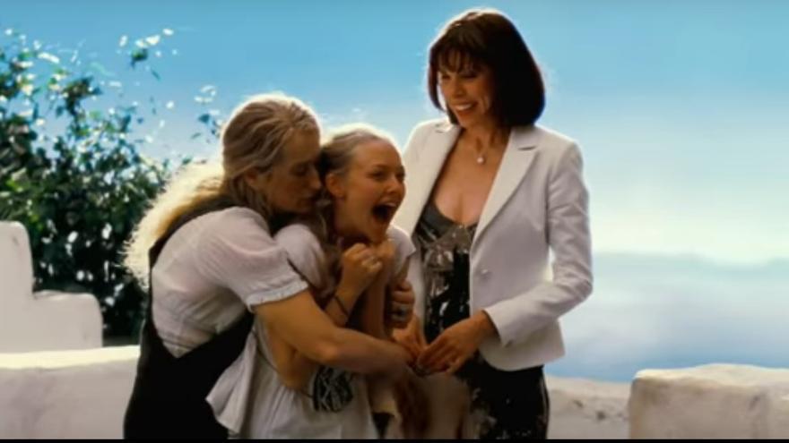 Meryl Streep, Amanda Seyfried y Christine Baranski en una de las escenas de la película Mamma Mia!