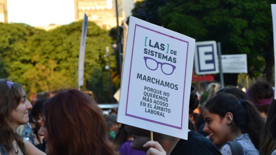 Mujeres marchan por el acoso laboral en las empresas tecnológicas, donde la representación femenina suele ser menor