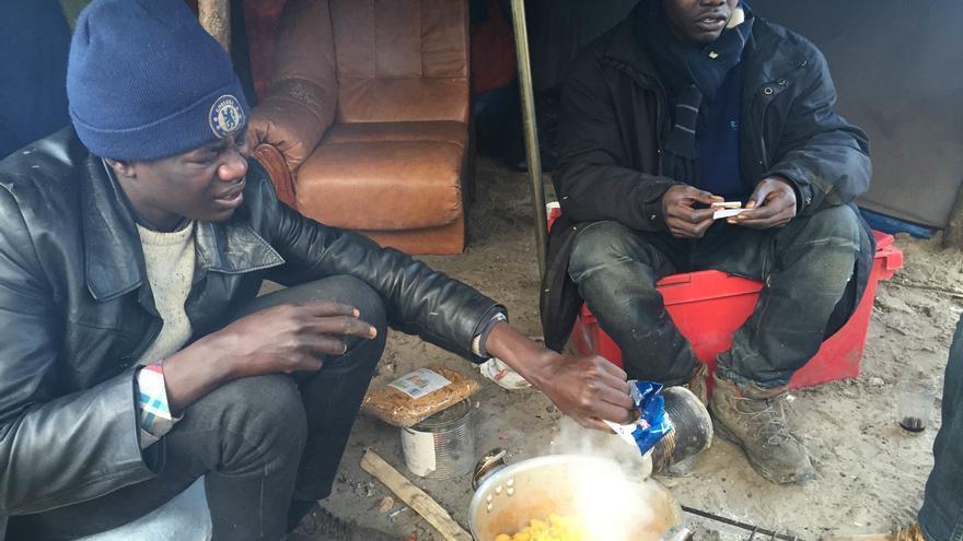 Cocinando a la intemperie. Calais / José Bautista