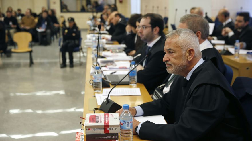 El expresidente de Ausbanc, Luis Pineda, en el banquillo de la Audiencia Nacional durante el juicio.