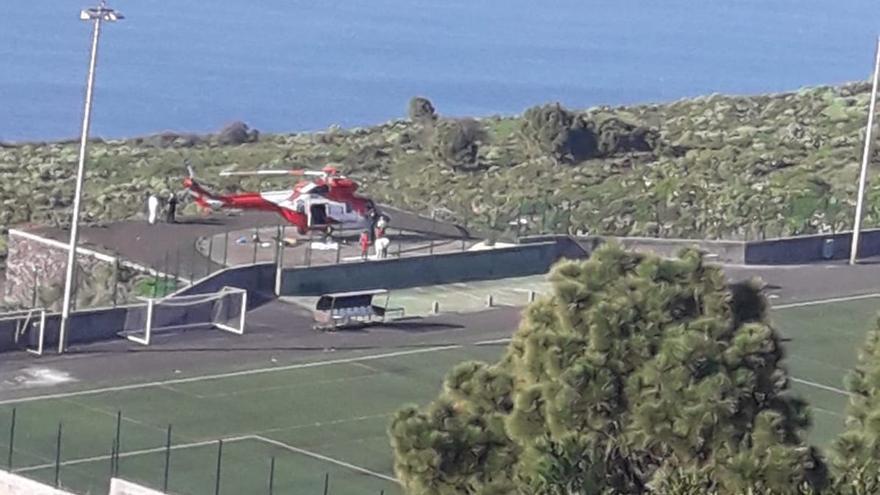 En la imagen, el helicóptero tras tomar tierra en Santo Domingo.